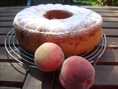 Gâteau aux pêches et noix de pécan / Peach and pecan cake