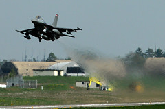An F-16 Fighting Falcon takes off in en route ...