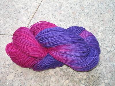 Sockenwolle_handgefärbt_lila_23.05.11_001_klein