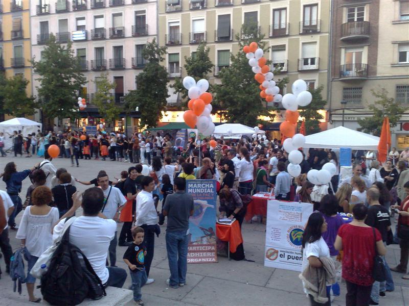 Acto festivo en la plaza de Sánchez Bustillo, Madrid