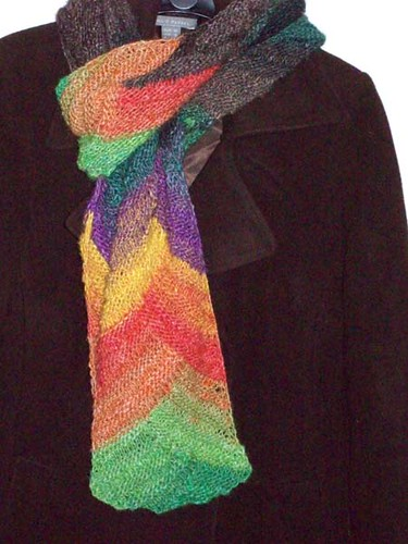 * Speaking of...  I love the way the colors fell in this scarf!  ;)