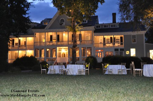 Kent Manor Inn at night