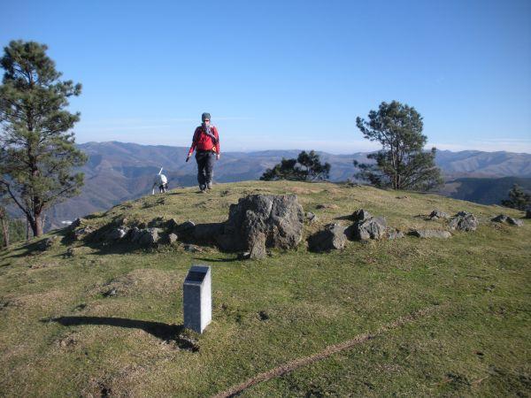 Foto 7 - Monumento megalitico en el descenso del Adarra