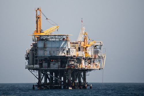 Oil Drilling Platform in the Santa Barbara CA Channel (by mikebaird)