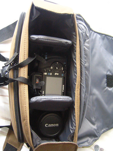 How my camera and spare lens fit into the bag. You can see I have plenty of room for extra items, and how there is room to raise up my camera so there is a compartment underneath (I also have the spare horizontal dividers under it boosting it up more).