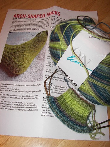 ARCH-SHAPED SOCKS PATTERN, YARN & CUFF OF 1ST SOCK