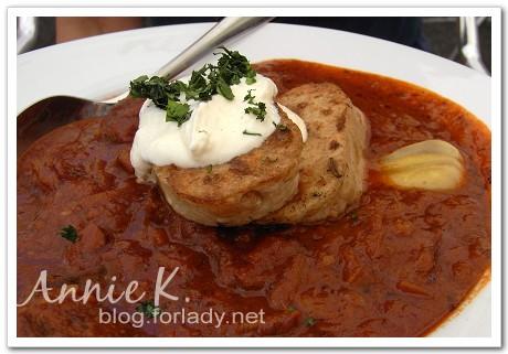 匈牙利燉牛肉和dumpling