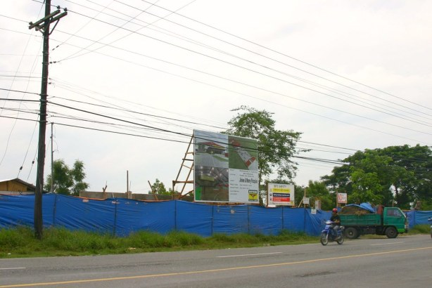 """The mysterious construction site along Tambler Highway, GenSan."""