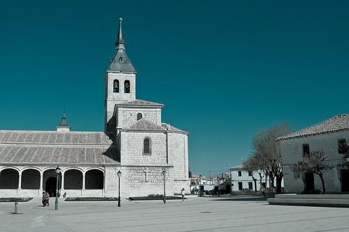 La plaza del Sol (plaza del ayuntamiento) en Torres de la Alameda