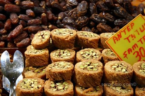 Sticky sweet pistachio dessert, Spice Bazaar, Istanbul, Turkey