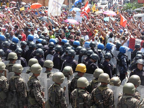 Both military and police forces, have repressed the pacific protesters in favor of the return of constitutional thread in Honduras. por Embassy of Honduras.