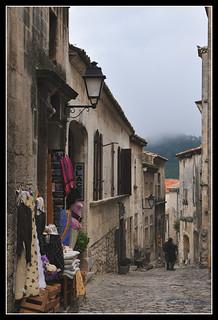 Narrow street (Les Baux-de-Provence)
