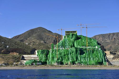Hotel ilegal de El Algarrobico (Carboneras, Almeria). Foto dedicada a Fuensanta Coves.