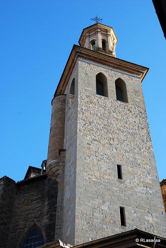 Torre de la Iglesia de bSan Saturnino/b.  Construida entre 1180 y 1200, promovida por gentes procedentes de Cahors y otras tierras francesas, y dedicada a Saint Sernin o Sant Cernin.