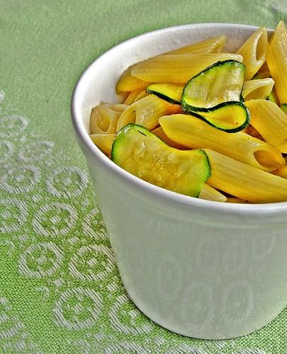 zucchini con gurkmeja