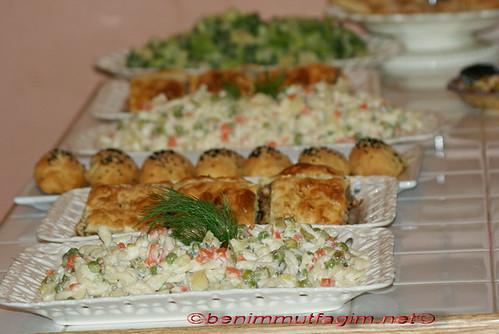 karisik moyenezli salata by you.