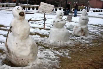 Calvin and Hobbes-esque snowmen
