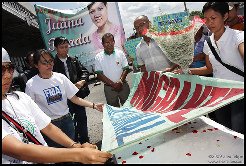 Juanas body is welcomed home by family and Migrante International