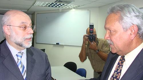 El gerente general de IBM,Félix Gallo, comparte con Flavio Rodríguez, director de la Fundación Esperansap
