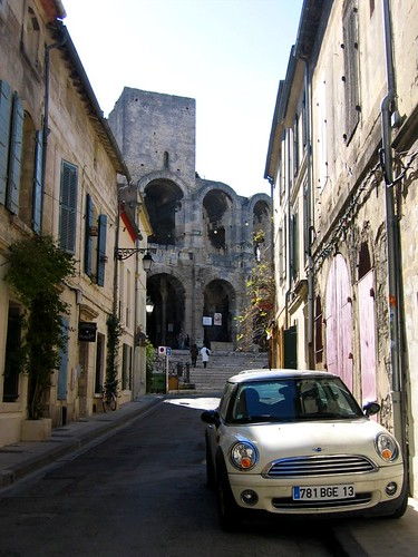 A very provencal street in Arles.