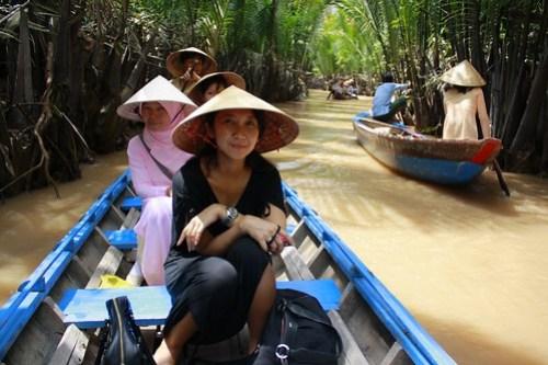 Jaim di sungai Mekong. Kalo nggak jaim bisa njomplang haha