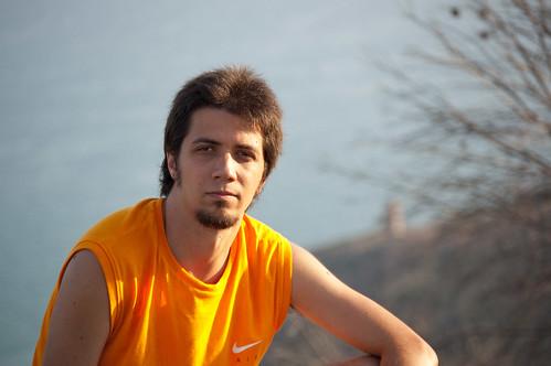 Mi hermano de relax en lo alto del monte Bovalar