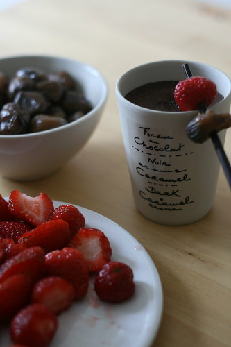 fondue au chocolat, with chestnuts and berries