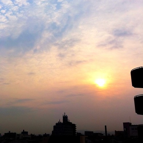 (^o^)ノ < おはよー! 今朝の大阪、ちと曇りです。 #imasora #morning