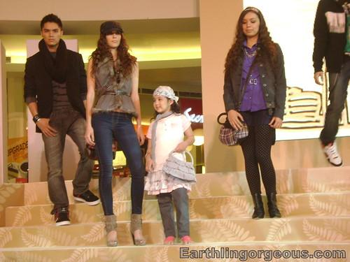 Mega Atrium teens fashion