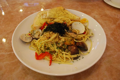 Garlic and Clam pasta at Cafe de Waraku