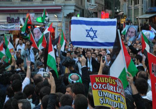 Radikal İslamcı gösteriler için kontrolden çıkması mümkün denmesi bir tehdit mi ?