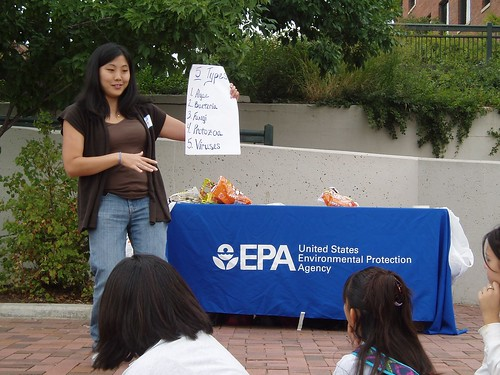 EPA Volunteer Teaching Students on World Water Monitoring Day