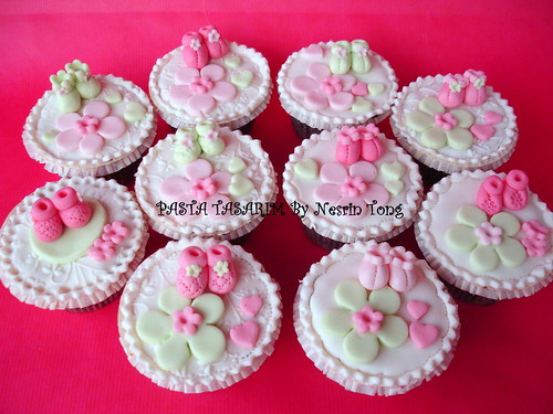 baby shower cupcake- girl