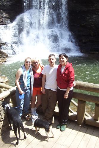 Cascades 2004 - Vicky, Mom, Jay and Becky