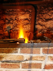 Forge Mustad allumée