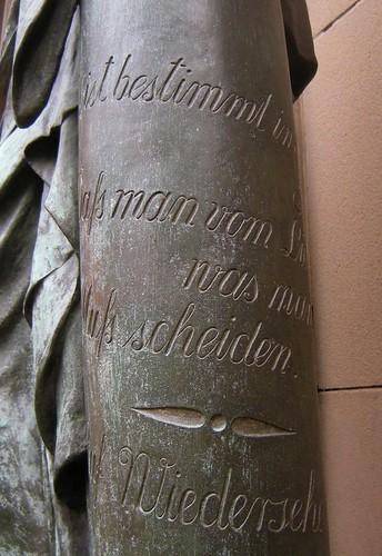 Dorfkirche Schöneberg - Trauerfigur - Detail 1