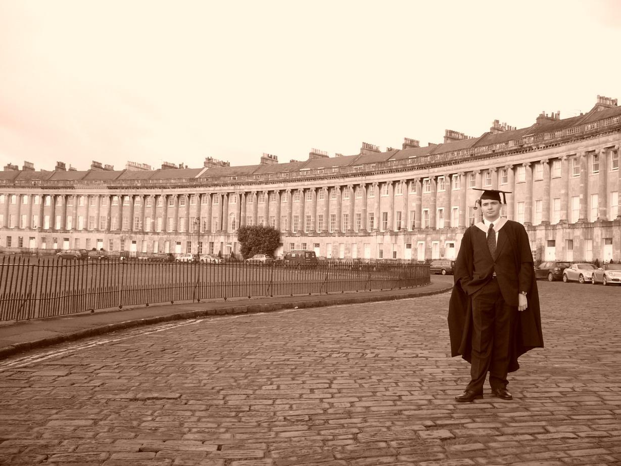 081209.099B.SO.Bath.Walcot.Graduation.RoyalCrescent.JamesRussiello