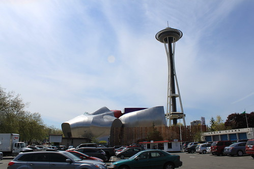 Seattle - Science Fiction Museum - Museum and Space Needle