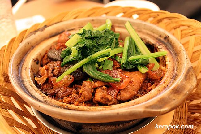 Boneless Chicken Claypot Rice