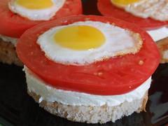 Предястие с пъдпъдъчи яйца и козе сирене