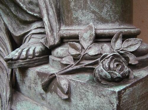 Dorfkirche Schöneberg - Trauerfigur - Detail 2