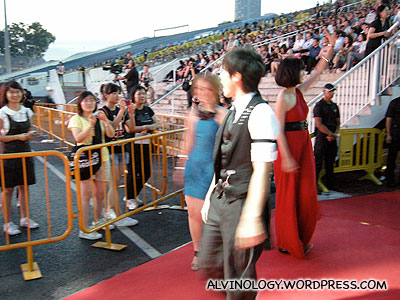 Derrick Hoh, Shi Xin Hui and Joi Chua coming in on the red carpet