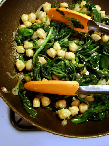 spinach, shallot, chickpeas