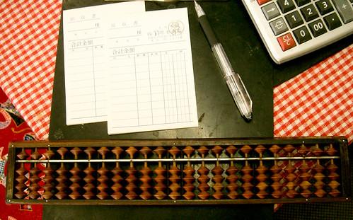Abaco contra calculadora: ganador el ábaco.