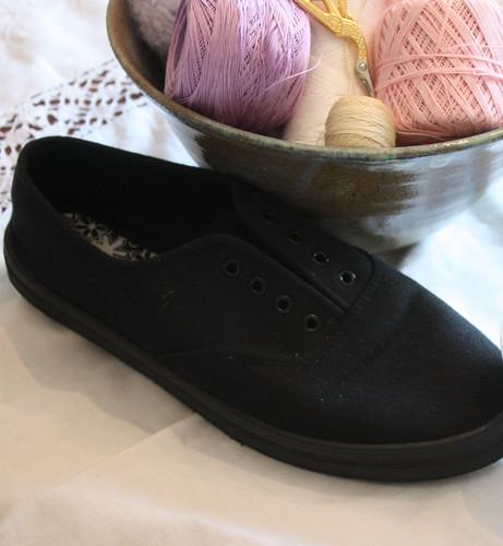 Shoe with eyelets