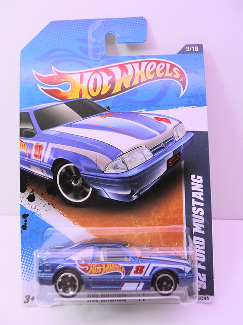 hot wheels racing '92 ford mustang (1)