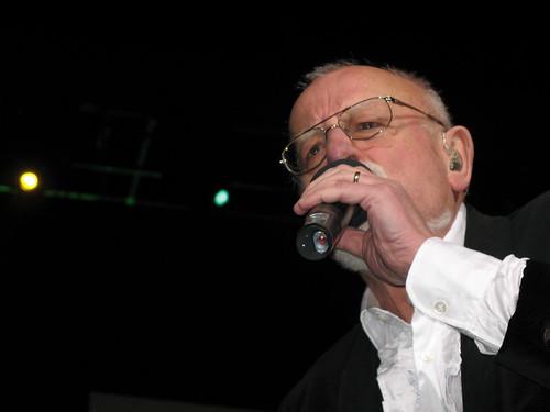 Roger Whittaker, singing