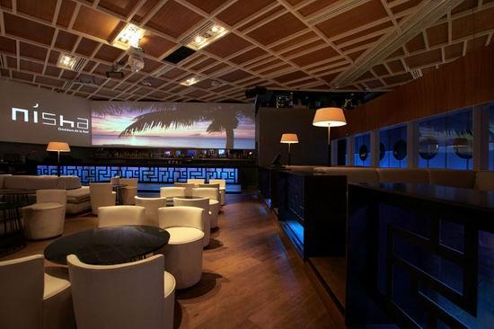 09 Nisha Acapulco - Modern Interior Design of a Bar