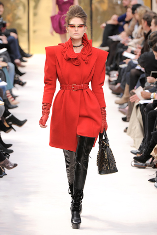 Shoulders Luis Vuitton