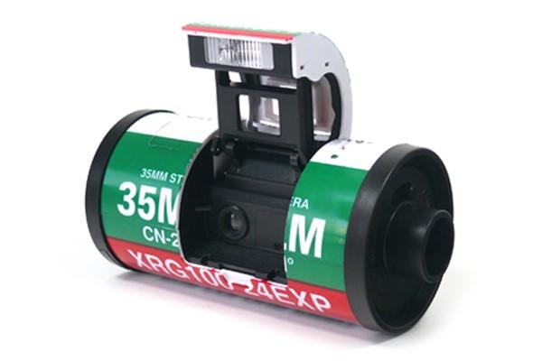 Cámara retro. Entre tantos equipos digitales, el sitio coreano 10x10.co.kr ofrece un dispositivo ultrapequeño que registra las fotografías en el viejo soporte analógico.
